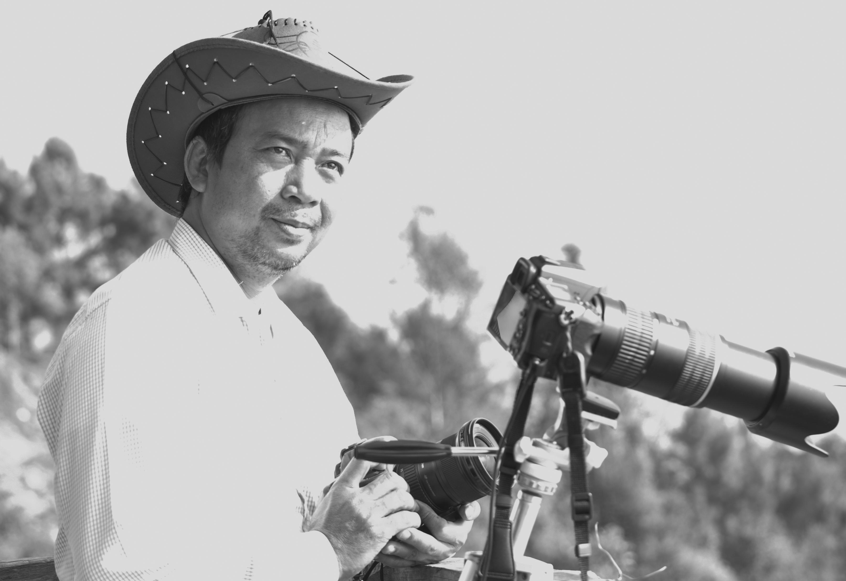"""Máy ảnh là """"bạn đồng hành"""" của NSNA Lê Đức Thành trong mỗi chuyến đi."""